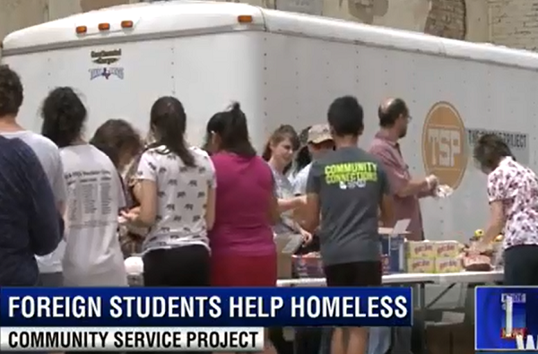 Exchange Students help homeless